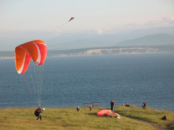 Fort Ebey paragliders and kite flyers