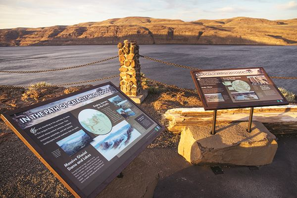 Ginkgo Petrified Forest interpretive signs with view