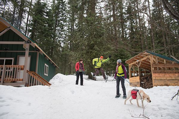 Mount Spokane warming hut with dog, guests