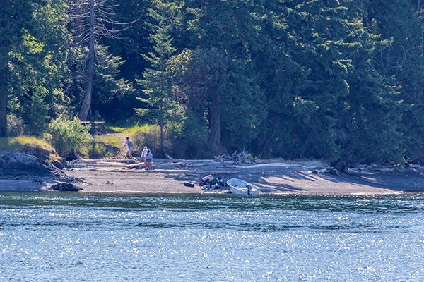 Skagit Island boaters arrive on island