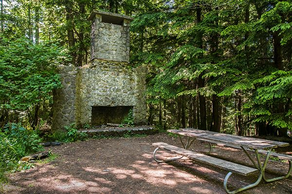Squak Mountain fireplace with picnic table